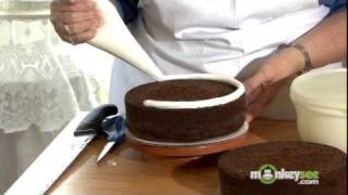 How to Bake and Decorate a Cake thumbnail
