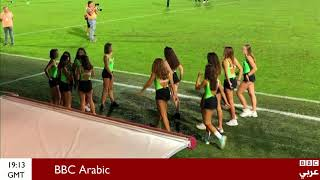 """نادي إيطالي يثير الجدل بعد استبداله جامعي الكرات بفتيات يرتدين أزياء """"مثيرة"""""""