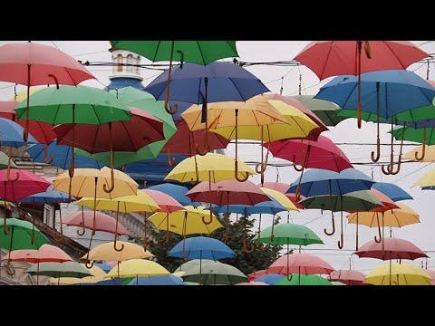 Житомир.info | Новости Житомира: Коли на вулиці Михайлівський у Житомирі знімуть «літній» варіант парасольок та куди їх дівають