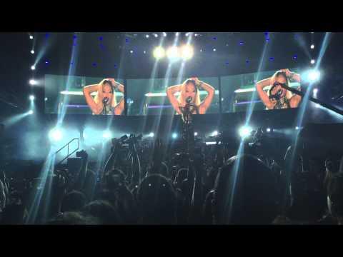 Rihanna Diamonds World Tour Istanbul 2013 - Diamonds