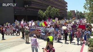 Тысячи жителей Лос-Анджелеса выступили за импичмент Трампа