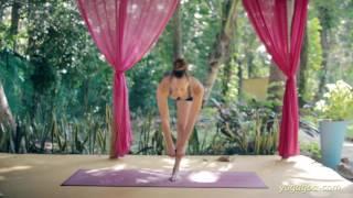 Strength for Yoga - One Legged Deadlift with Laruga Glaser