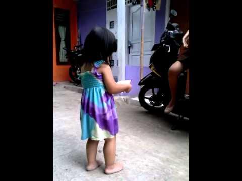 Anak umur 2 tahun lucu nyanyi lagu Uia ost GGS