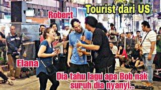 Download lagu ROBERT & ELANA tourist dr US.Bila dgr Bob petik gitar Robert tahu lagu apa yg Bob mintak dia nyanyi.