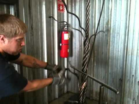Fastest loadsling splicer...1 1/8' X 28' .in 3min 20sec (greasy rope).DCR (www.chainandrigging.com)