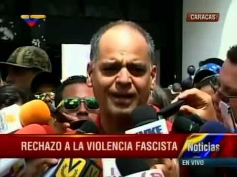 Andres Izarra denuncia daños al Hotel Alba Caracas y Teatro Teresa Carreño por grupos opositores