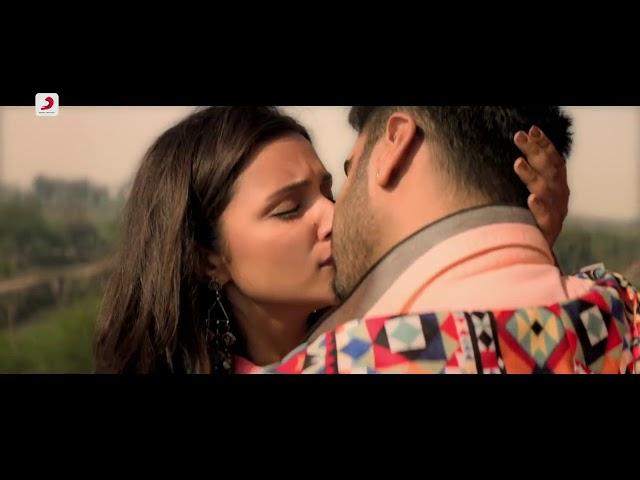 Tere Liye Atif Aslam Full Lyrics nd Kiss Scene | Namastey England
