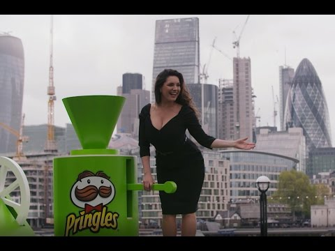 Kelly Brook Launches the Pringles Flavour Cloud in London