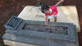 Video #iyonk || dziarah makam ibu download MP3, 3GP, MP4, WEBM, AVI, FLV Oktober 2019