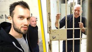 Un ancien détenu nous fait visiter sa prison (abandonnée)
