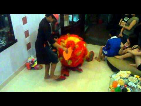 Múa sư tử màn 2 Trung Thu 2010