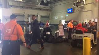 Odell Beckham leaves stadium with broken ankle