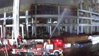 إنقاذ 4 عمال احتجزهم حريق هائل بمبنى قيد الإنشاء