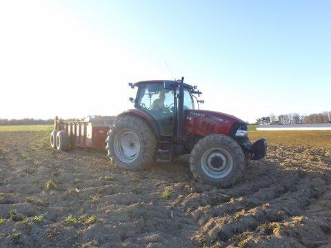 Case IH Maxxum 115 spreading manure