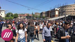 В Ереване протестующие снова вышли на митинг. Прямое включение