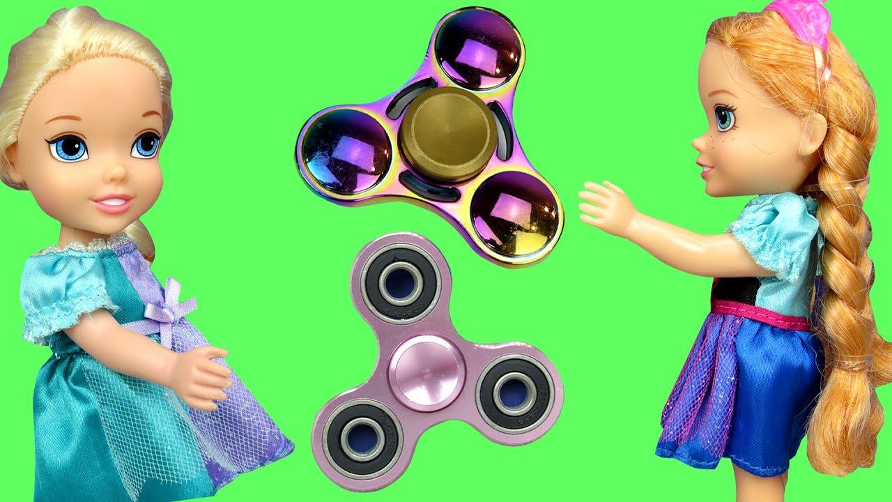 Fidget Spinners !  Elsa & Anna Toddlers in Spinner Land - Toy Dinosaur 2