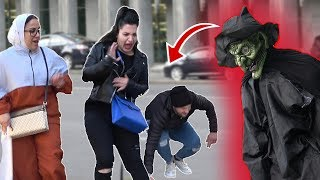 SCARY  HALLOWEEN GHOST PRANK 👻 - AWESOME REACTIONS