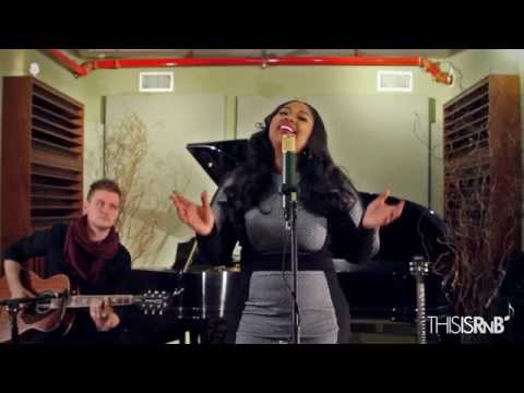 Jazmine Sullivan Performs