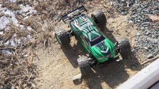 Внедорожник DEXP F 1 езда по сухой траве