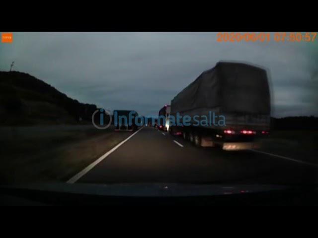 Camioneros esperan para ingresar a Salta