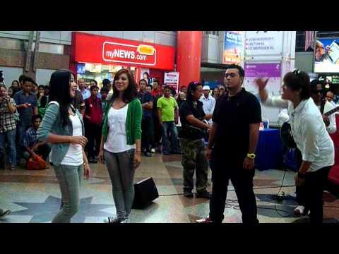 Akim, Nera, Ray & Ira - Bayangan Ilham @ Akustika Raya 2011 (Part 1)