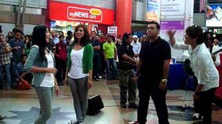 Akim, Nera, Ray & Ira - Bayangan Ilham @ Akustika Raya 2011 (Part 1) Mp3