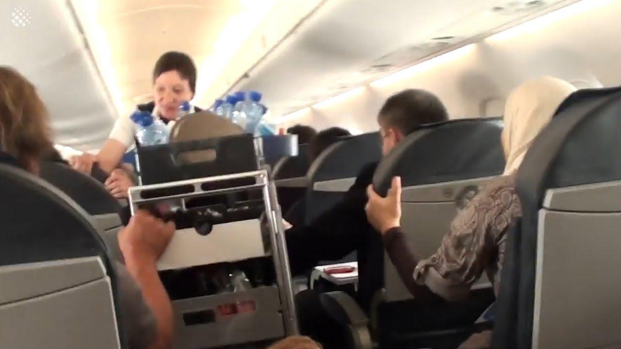 Застрашувачки снимки од турбуленција во авион