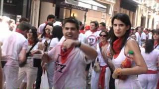 Repeat youtube video Camisetas mojadas - Wet t-shirt in San Fermin.wmv