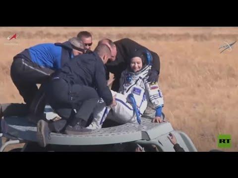 لحظات إخراج الفريق السينمائي الروسي من الكبسولة الفضائية بعد هبوطها على الأرض  - نشر قبل 23 ساعة