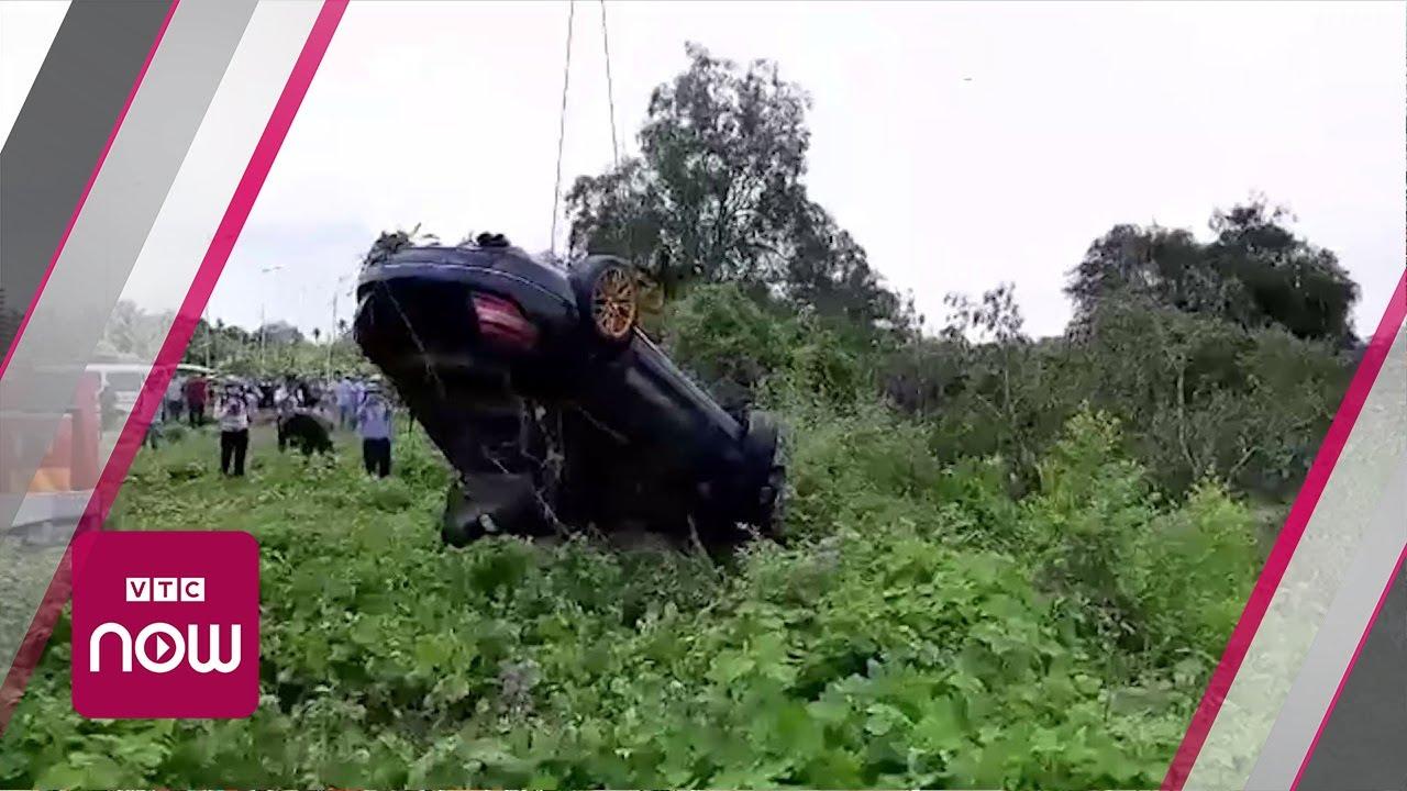 Tiền Giang: Trục vớt ô tô chứa 3 thi thể dưới mương