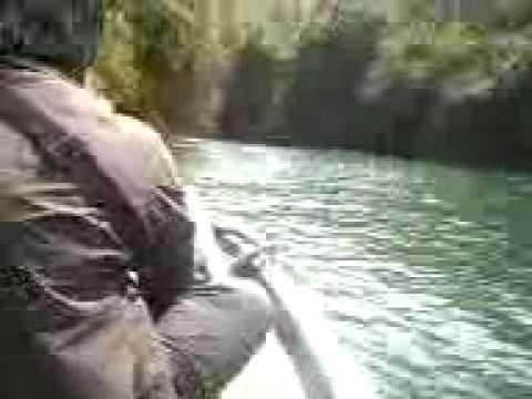 Naik perahu di Green Canyon Ciamis pas study tour SMAN Sachie