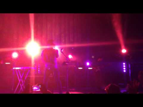 "Young The Giant - ""Anagram"" (Live)"