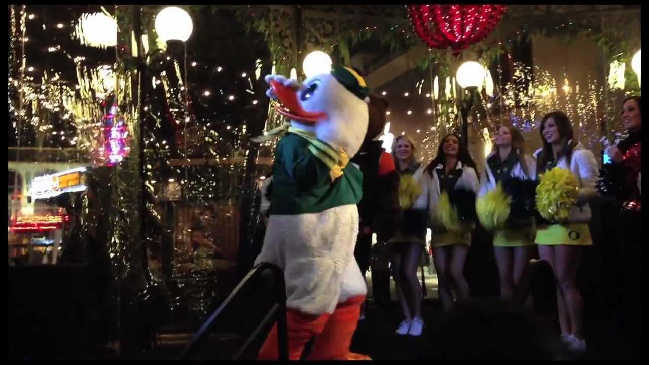 Duck VS Beaver Dance o...