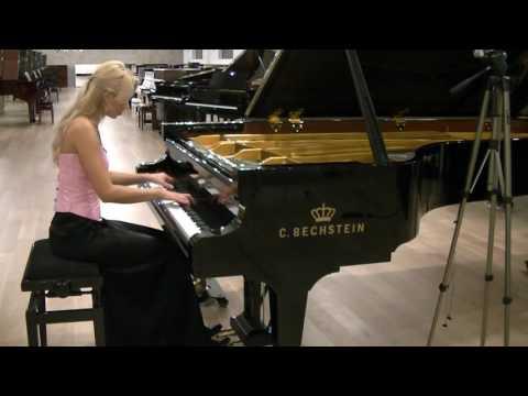 R.Schumann Fantasiestucke Op. 12 Traumes Wirren, plays Anna Lipiak