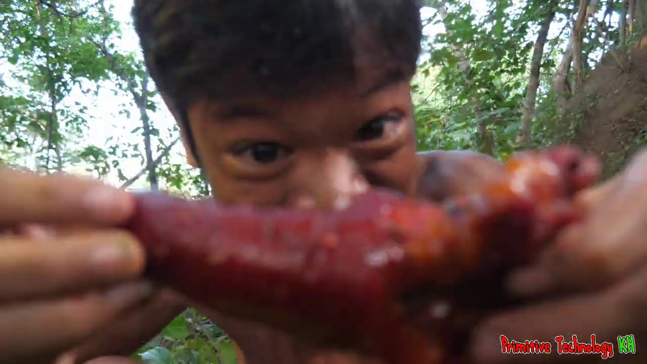 Primitive Technology - Eating Delicious In Jungle - Cooking & Braised Pig Tails For Food #183