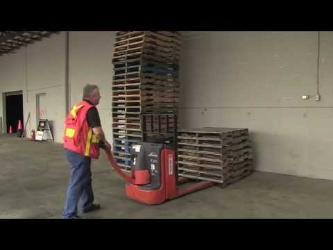 powered-pallet-truck---moving-a-load