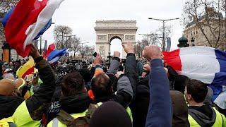 Gilet gialli: 31mila in tutta la Francia, tafferugli a Parigi