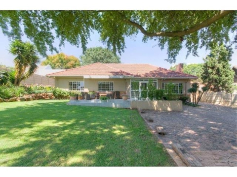 4 Bedroom House For Sale in Bramley, Johannesburg, Gauteng, South Africa for ZAR 2,800,000