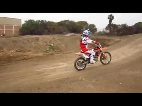 Moto BSE 230 cc. en circuito de Lurin.