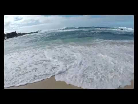 HUGE waves at NORTH SHORE Hawaii - Three Tables