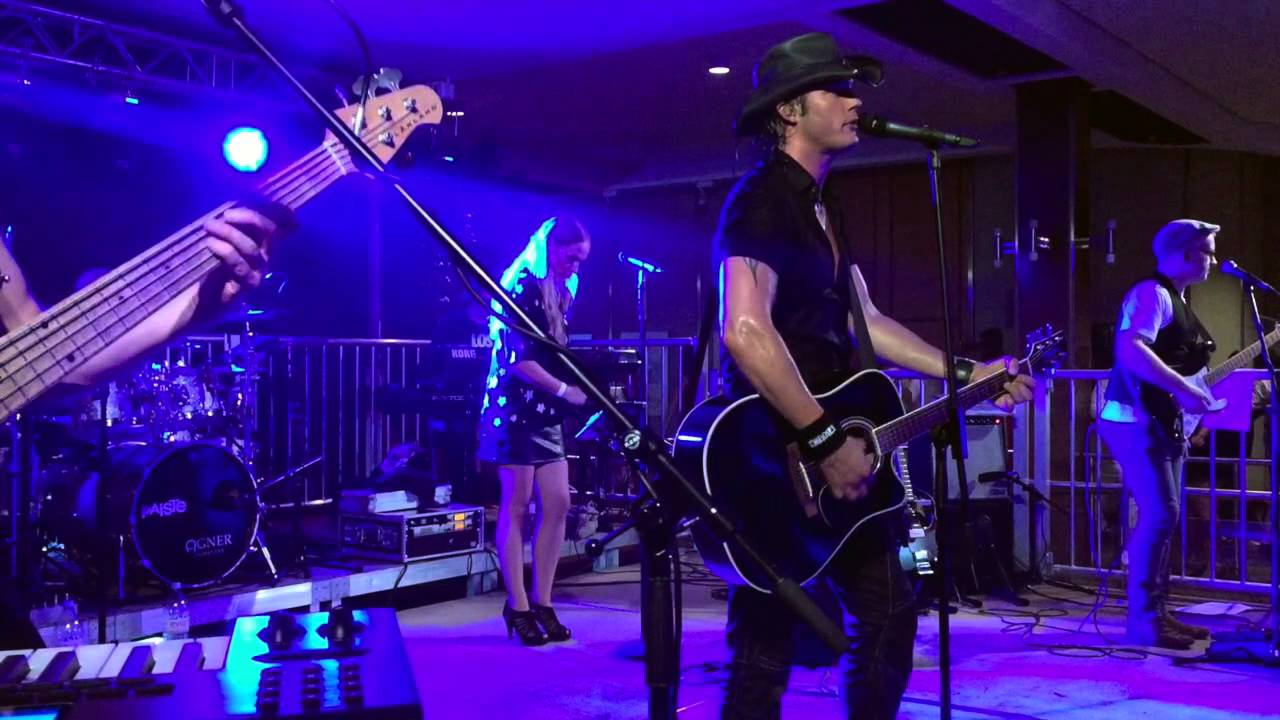 Mrs.BRIGHTSIDE mit Bon Jovi-Show - YouTube