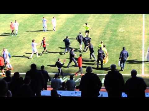Linyitspor maçında taraftarlar hakemi kovaladı maç tatil edildi
