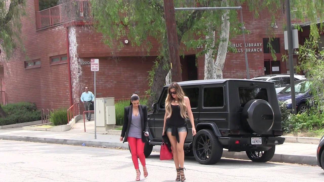 Khloe Kardashian And Kim Arriving At The Villa Restaurant In Woodland Hills You
