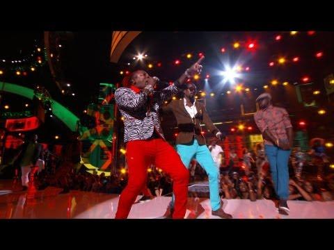 Beenie & Elephant Man Make Nicki Minaj Dance Out Her Seat [Bet Awards 2013 Reggae Performance]