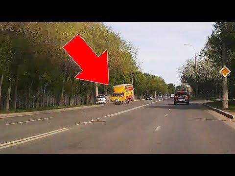 ДТП около Комсомольского сквера, Тюмень. Митсубиши и Газель. 1 погиб.