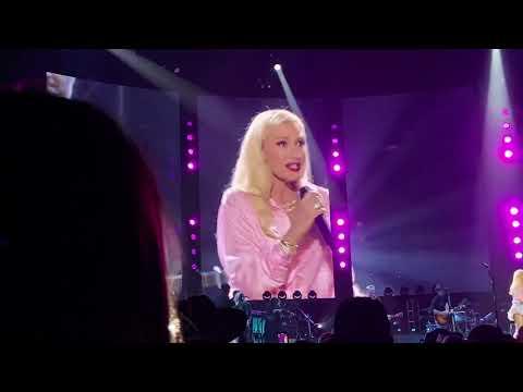 "Gwen Stefani surprised Blake Shelton fans with ""Don't Speak"" (Omaha, NE August 18, 2021)"