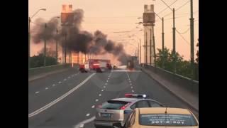 На Невском путепроводе загорелся бензовоз