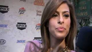 Eva Mendes red carpet interview in Spanish!