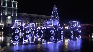 Танцевальное шоу тракторов возле МТЗ в Минске(МТЗ поздравил сотрудников и всех минчан с Новым годом необычным шоу тракторов. Смотрите на видео, как танце..., 2016-12-28T09:21:37.000Z)