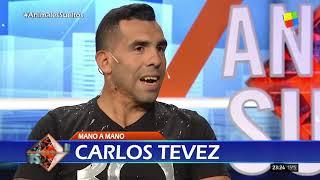 Carlos Tévez mano a mano con Fantino